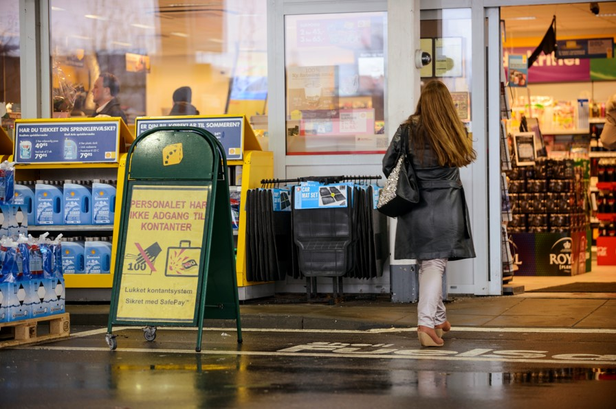 closed-cash-management-petrol-station-safety