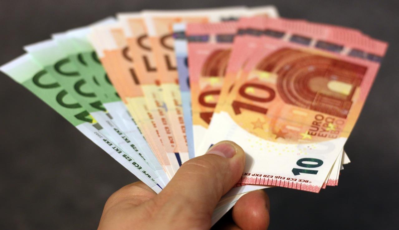 euro-banknotes-ECB-study