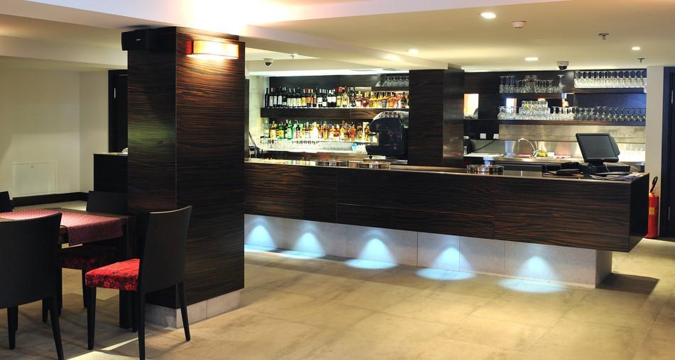 cash-recycling-hotel-bar-coffee-shop